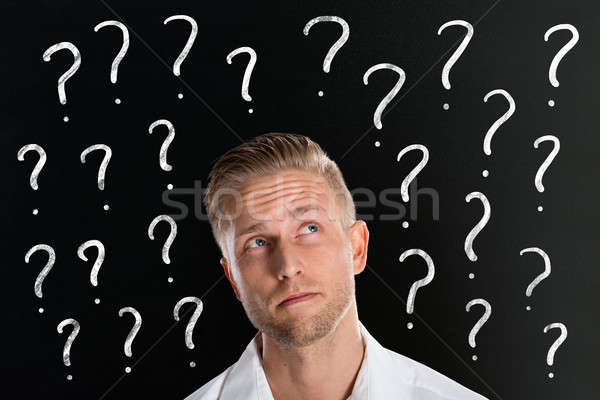 Homem pontos de interrogação pensando moço lousa Foto stock © AndreyPopov