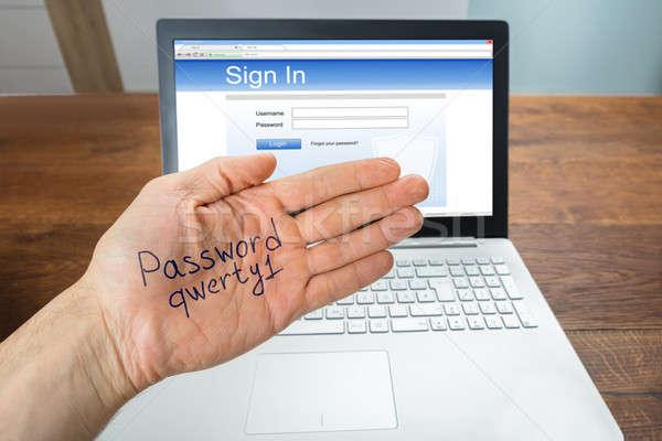 Persoon tonen wachtwoord hand laptop inloggen Stockfoto © AndreyPopov