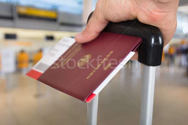Pessoa bagagem passaporte embarque Foto stock © AndreyPopov