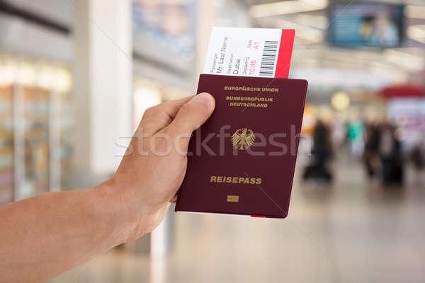 Mão passaporte embarque Foto stock © AndreyPopov