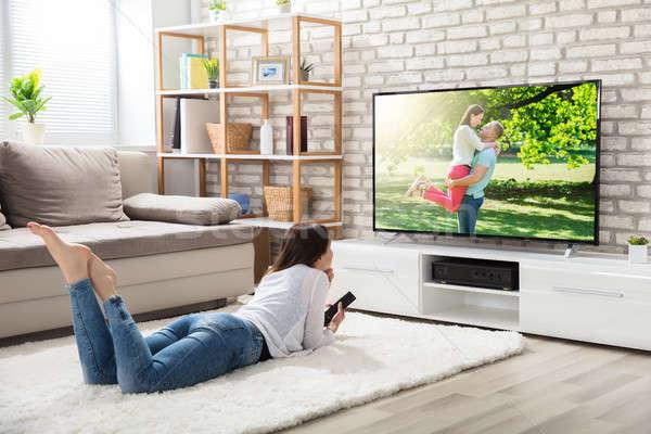 Nő tv nézés otthon fiatal nő fehér szőnyeg Stock fotó © AndreyPopov