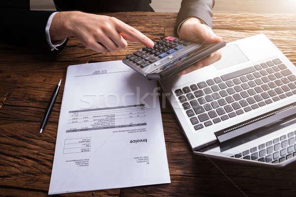 Empresário projeto de lei calculadora mão secretária Foto stock © AndreyPopov