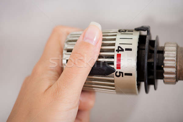 Mujer termostato mano temperatura casa metal Foto stock © AndreyPopov