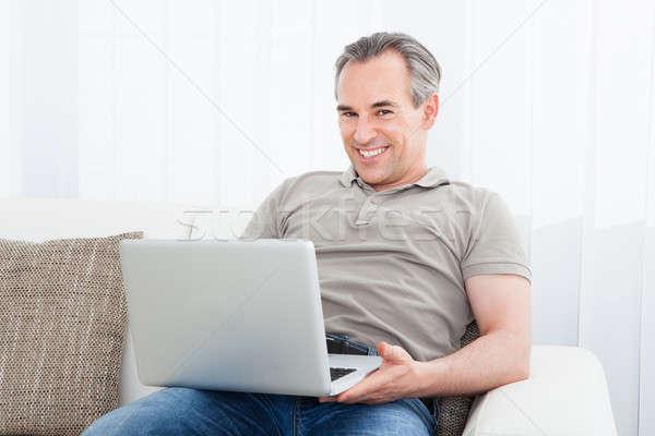 Reifer Mann mit Laptop Porträt glücklich Computer Lächeln Stock foto © AndreyPopov