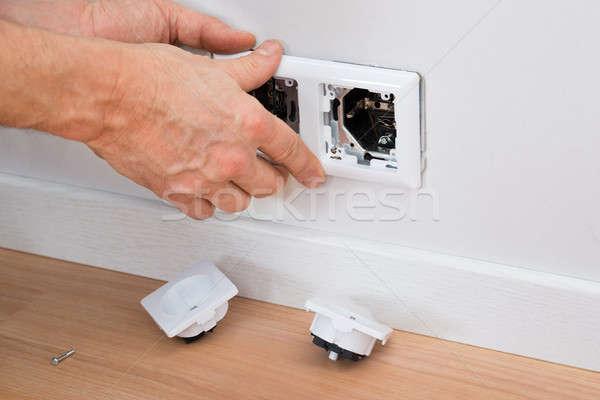 électricien socket mur main Photo stock © AndreyPopov