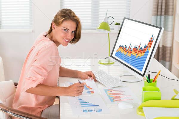 женщину финансовых статистика молодые счастливым служба Сток-фото © AndreyPopov