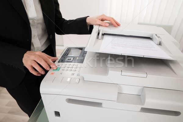 Empresária botão escritório mulher Foto stock © AndreyPopov