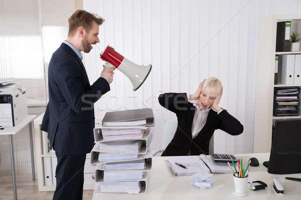 Patron femme d'affaires haut-parleur jeunes bureau Photo stock © AndreyPopov