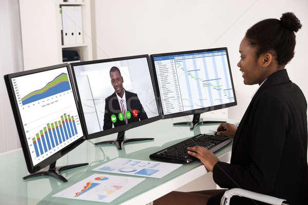 Işkadını çalışma çoklu bilgisayar genç Afrika Stok fotoğraf © AndreyPopov