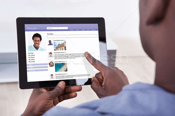 Foto d'archivio: Primo · piano · persona · digitale · tablet · sociale · networking