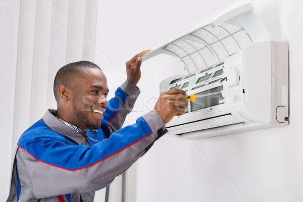 Technik klimatyzator szczęśliwy młodych Afryki Zdjęcia stock © AndreyPopov