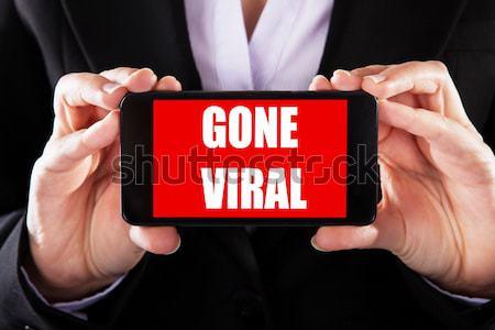 Szöveg virális okostelefon kirakat közelkép személy Stock fotó © AndreyPopov
