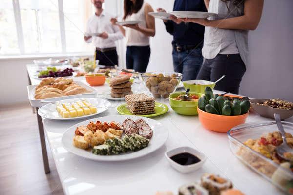 Persone mangiare sano pasto tavolo in legno party donna Foto d'archivio © AndreyPopov
