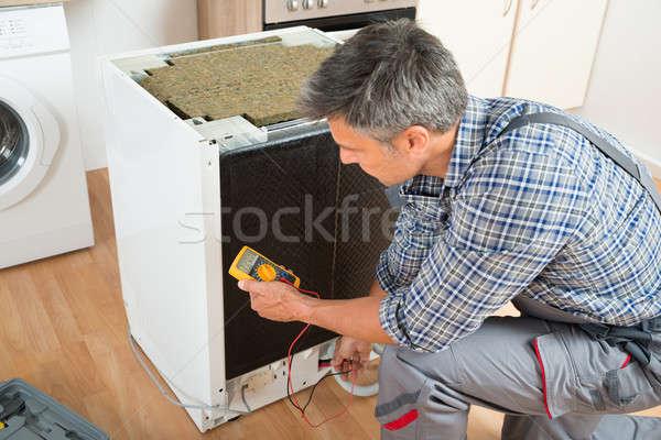 Teknisyen bulaşık makinesi dijital erkek ev çalışmak Stok fotoğraf © AndreyPopov
