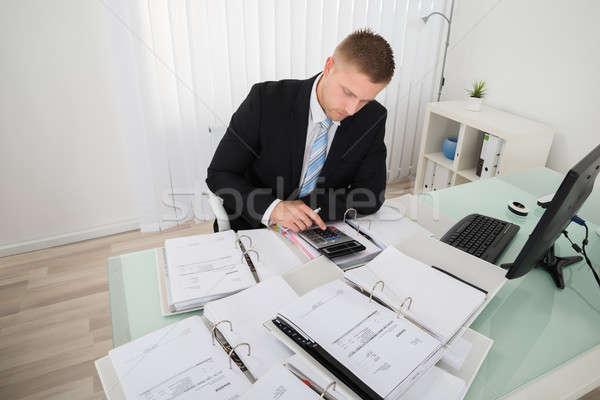 Empresario impuesto jóvenes negocios hombre Foto stock © AndreyPopov