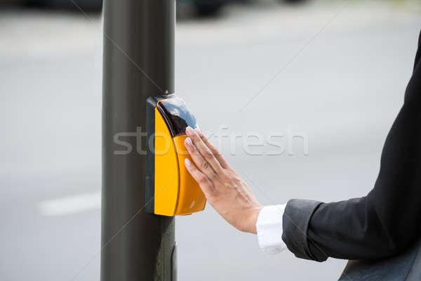 üzletasszony kéz kisajtolás citromsárga zebra gomb Stock fotó © AndreyPopov