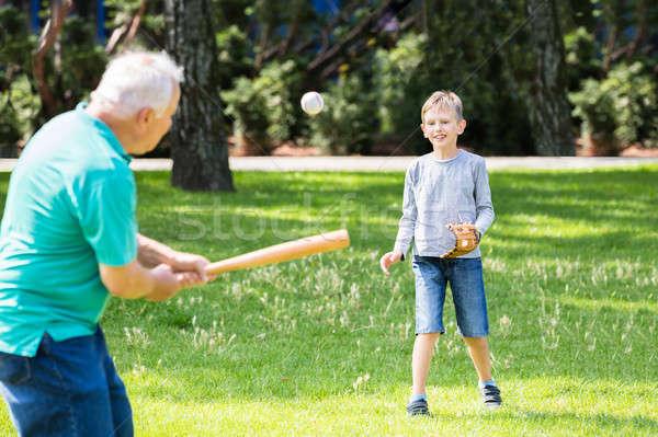 внук деда играет бейсбольной парка семьи Сток-фото © AndreyPopov