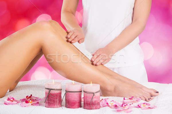 épilation à la cire jambe femme cire salon de beauté Photo stock © AndreyPopov
