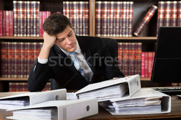 Cansado masculina contador jóvenes mirando Foto stock © AndreyPopov