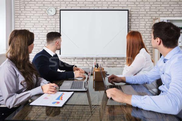 üzletemberek néz fehér tábla csoport üzleti megbeszélés nő Stock fotó © AndreyPopov