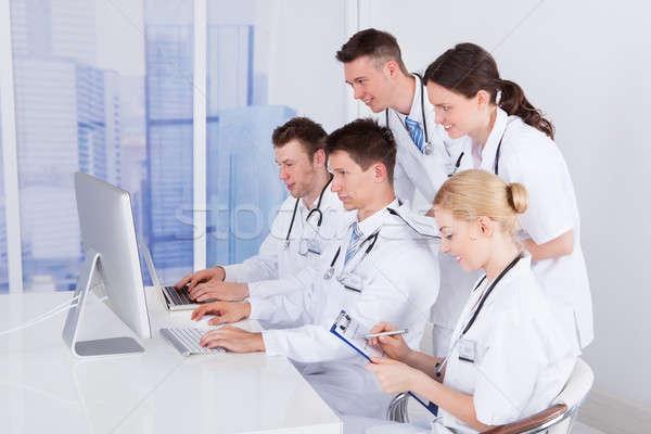 医師 コンピュータ 病院 チーム 女性 ストックフォト © AndreyPopov