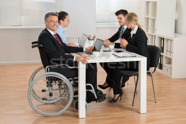 Foto stock: Inválido · empresário · colegas · escritório · feliz · maduro