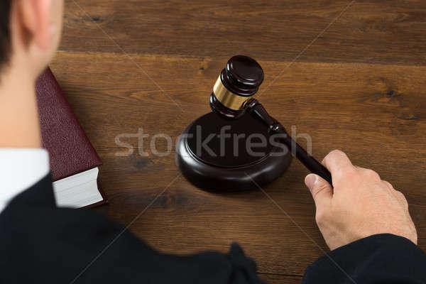 Richter Gerichtssaal Ansicht männlich Schreibtisch Stock foto © AndreyPopov