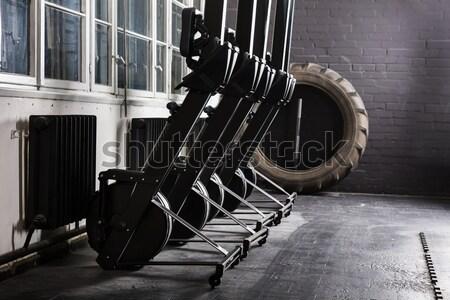Uitrusting gymnasium rij permanente Stockfoto © AndreyPopov