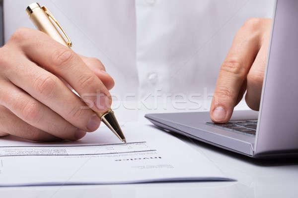 Kéz aláírás irat toll közelkép asztal Stock fotó © AndreyPopov