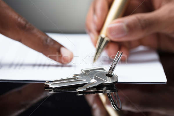 Personnes main signature contrat touches Photo stock © AndreyPopov