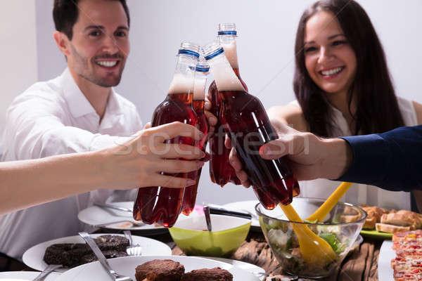 Arkadaşlar şişeler limonata içmek grup Stok fotoğraf © AndreyPopov