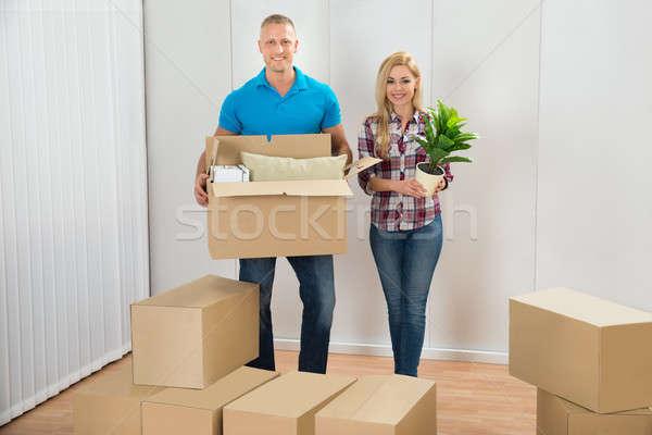 Fiatal pér költözködő dobozok új otthon portré boldog nő Stock fotó © AndreyPopov