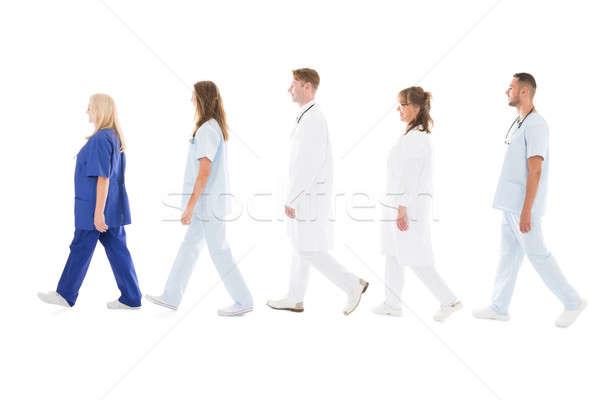 Stok fotoğraf: Yandan · görünüş · tıbbi · profesyoneller · yürüyüş · tam · uzunlukta