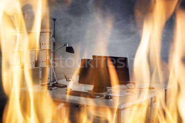 Brand brandend binnenkant kantoor business gebouw Stockfoto © AndreyPopov
