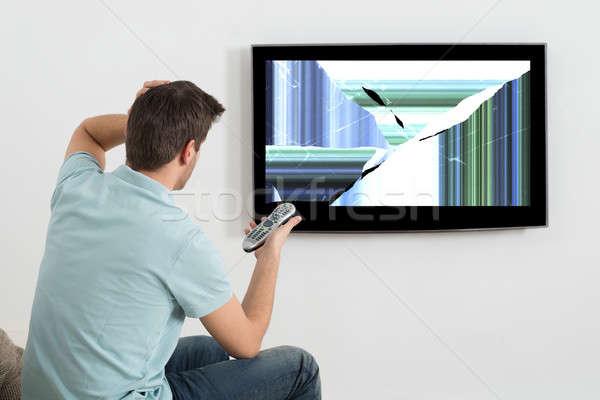 Człowiek telewizji zniekształcony ekranu Zdjęcia stock © AndreyPopov