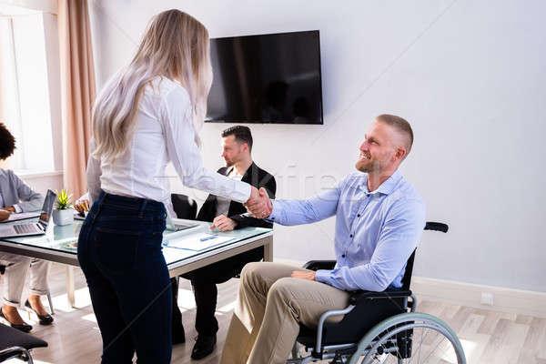 Niepełnosprawnych biznesmen uścisk dłoni kolega szczęśliwy kobiet Zdjęcia stock © AndreyPopov