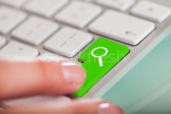 Mano verde búsqueda botón primer plano Foto stock © AndreyPopov
