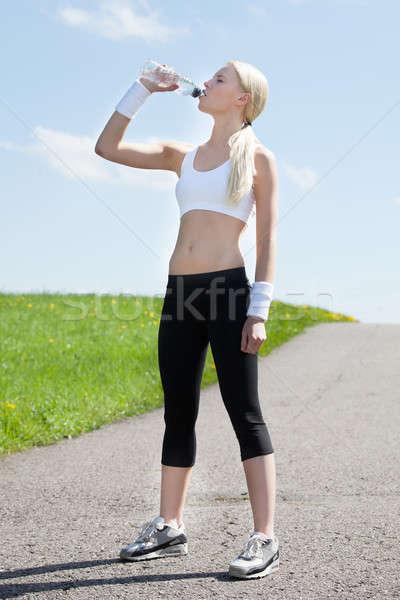 Női kocogó ivóvíz portré fiatal nő jogging Stock fotó © AndreyPopov