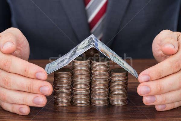 ビジネスマン コイン 家 表 ストックフォト © AndreyPopov