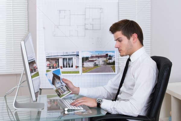 Trabalhando computador vista lateral escritório negócio Foto stock © AndreyPopov