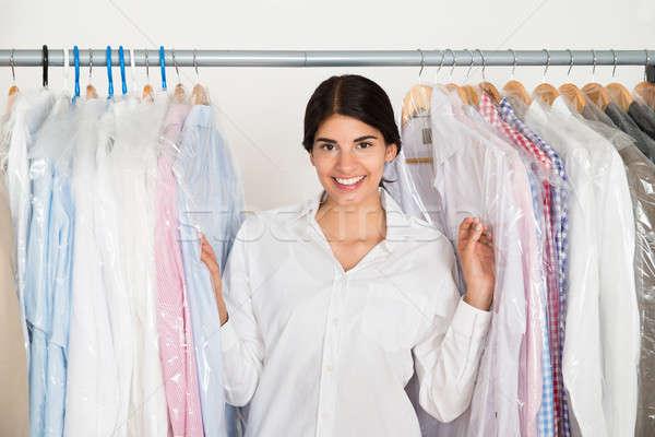 Photo stock: Homme · rack · jeunes · heureux · vêtements · magasin