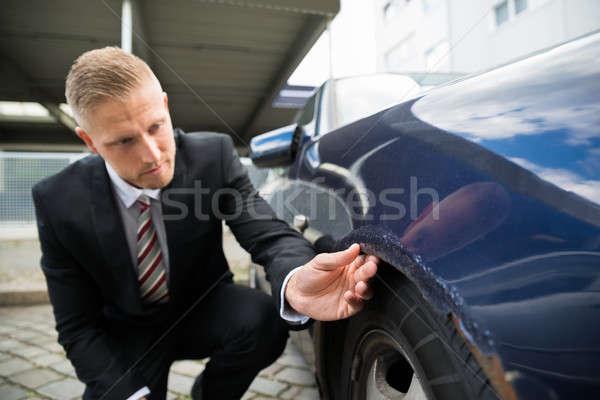 Adam bakıyor araba portre genç el Stok fotoğraf © AndreyPopov