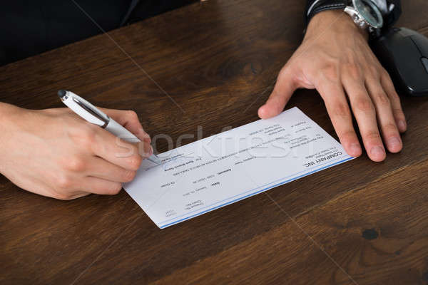Personne mains signature chèque stylo Photo stock © AndreyPopov