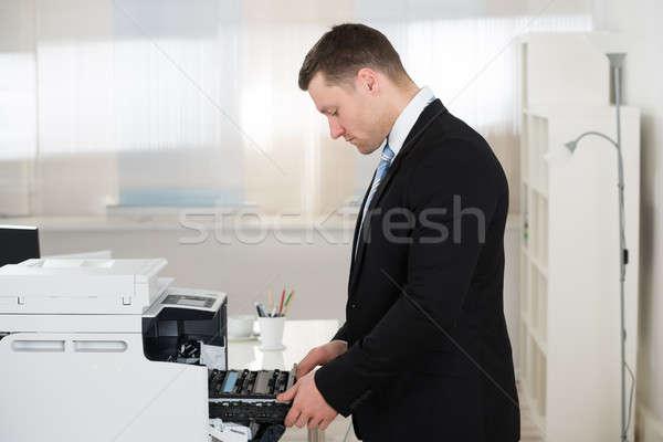üzletember patron gép oldalnézet iroda férfi Stock fotó © AndreyPopov