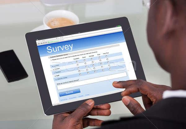 üzletember tömés felmérés űrlap digitális tabletta Stock fotó © AndreyPopov
