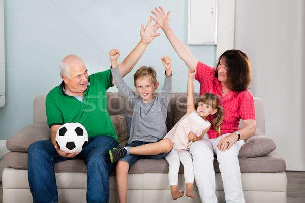 Família assistindo futebol combinar televisão futebol Foto stock © AndreyPopov