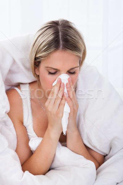 Chorych kobieta dmuchanie nosa zakażony tkanka papieru Zdjęcia stock © AndreyPopov