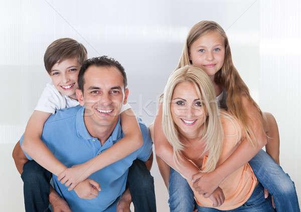 カップル 子供 ピギーバック 2 小さな 笑顔 ストックフォト © AndreyPopov