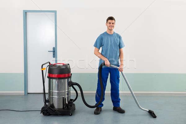 Férfi munkás porszívó fiatal boldog takarítás Stock fotó © AndreyPopov