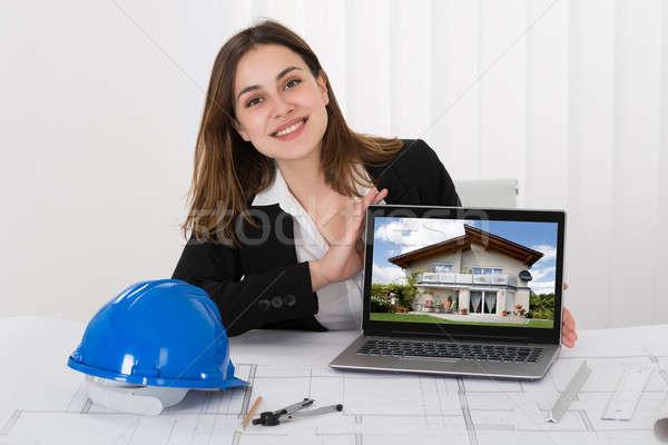 Stock fotó: Női · építész · mutat · kép · ház · laptop
